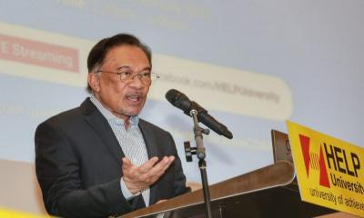 Amid vitriol by locals, Anwar says don't turn Rohingya refugees away and leave them hungry (VIDEO)